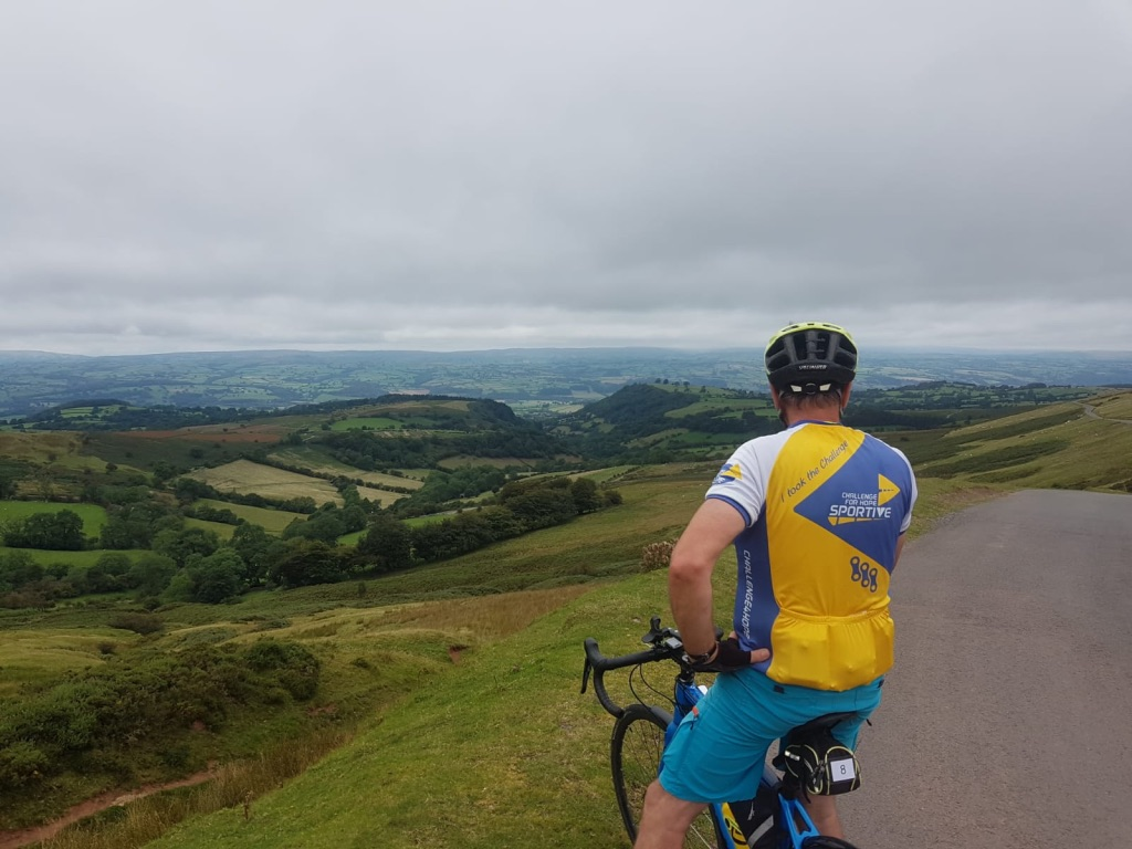 challenge sportive single cyclist rest at top of climb